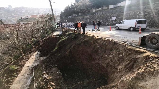 Asri Mezarlık Yolunda Taş Duvar Yapımına Başlandı