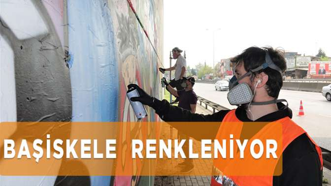 """Başiskele, """"Ailemizle Evimiz Okulumuz"""" Ödüllü Resim Yarışması'nda dereceye giren minik ressamların resimleriyle renklenmeye başladı."""