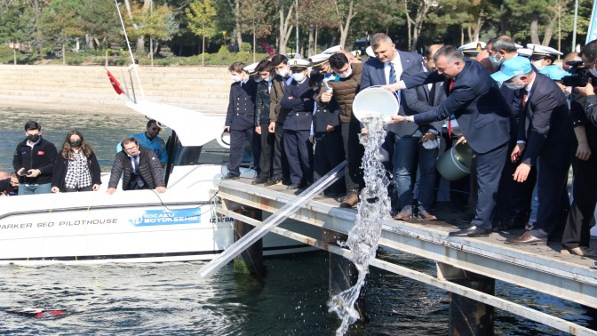 Büyükşehir'den Körfez'e 6 bin balık