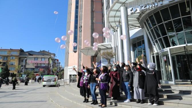 İzmit Belediyesi pembe balonlarla meme kanserine dikkat çekti